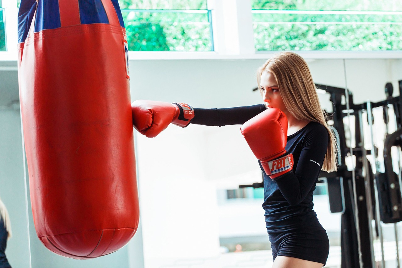 image of girl boxing class